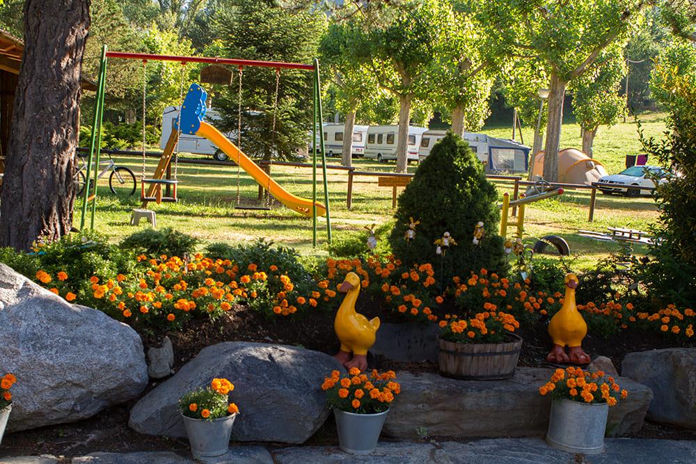 Camping Serra flors i zona de jocs
